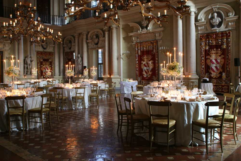 Renaissance palazzo firenze reception decor