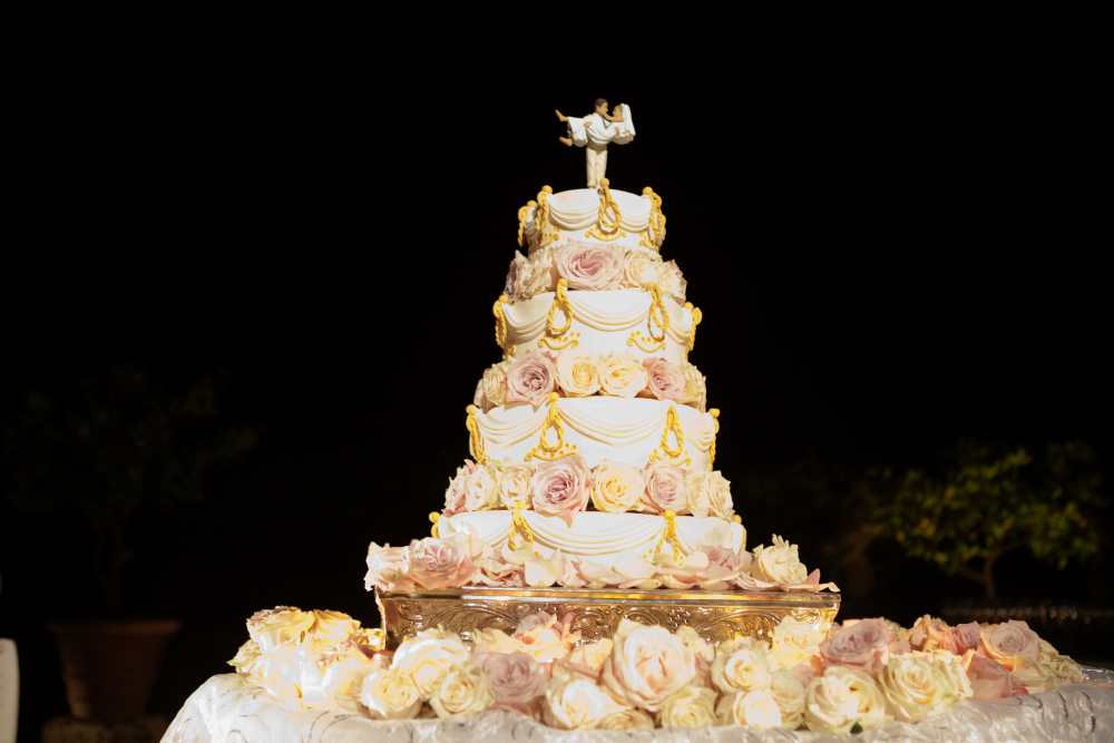 Traditional american cakes made to our with the best patiesseurs and decorators upon design