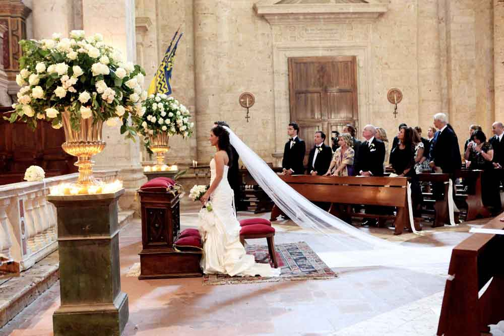 church ceremny catholic wedding destination tuscany montepulciano