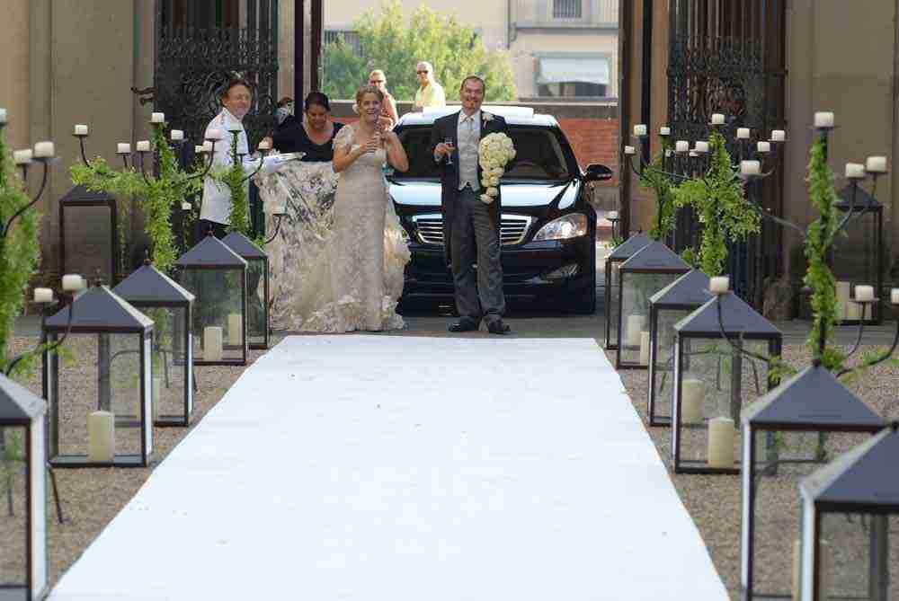 firenze renaissance palazzo wedding bride and groom fun